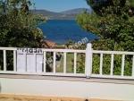 Urla İçmelerde Denize Plaja Sıfır Mobilyalı Bahçeli Villa